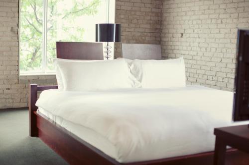 Hotel Ocho - Toronto, ON M5T 2C3
