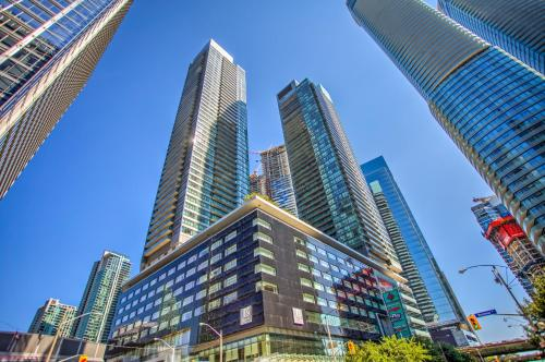 Toronto Amazing Designer Suite W Lake View - Toronto, ON M5J 0A7