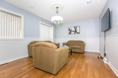 Grand Private Holiday Home - Brampton, ON L6R 1W1