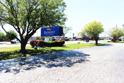 Baymont Inn & Suites Perrysburg Photo