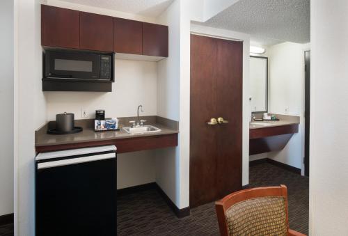 Best Western Plus Denver International Airport Inn & Suites Photo