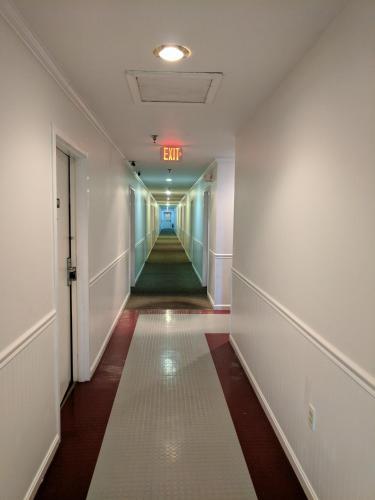 Red Carpet Inn - Leavenworth, IN 47137