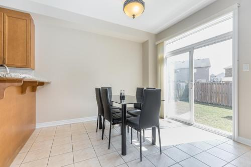 Charming 3 Bedroom Private Home - Brampton, ON L6V 4S3