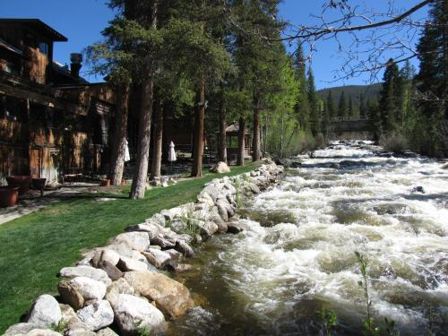 The Historic Rapids Lodge - Grand Lake, CO 80447