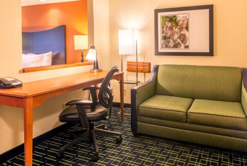 Fairfield Inn & Suites Canton Photo