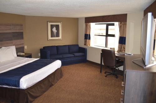 Baymont Inn and Suites Detroit Photo