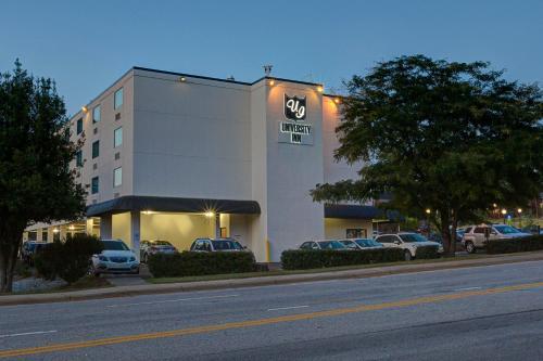 University Inn Duke Photo