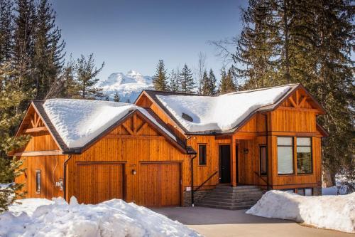 Mountain Gate Lodge - Revelstoke, BC V0E 2S3