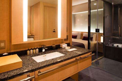 The Capitol Hotel Tokyu photo 99
