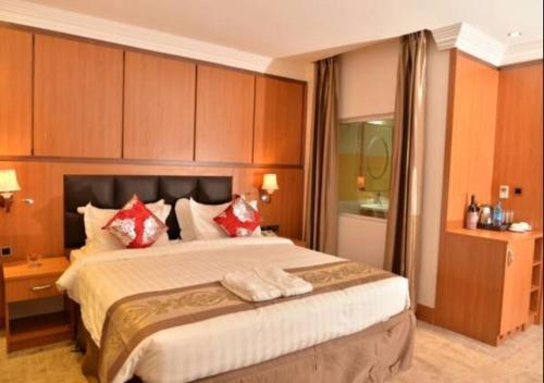 HotelGrand Pela Hotel & Suites