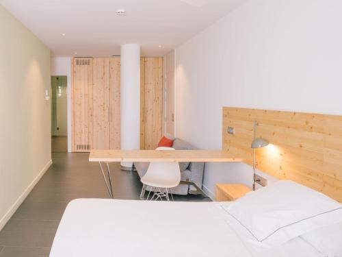 Large Double or Twin Room Tierra de Biescas 6