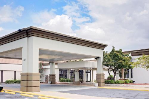 Days Inn Montgomery Near Auburn University Photo