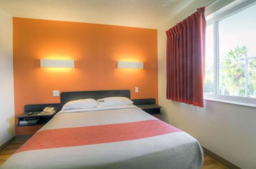 Motel 6 Orlando - International Drive photo 28