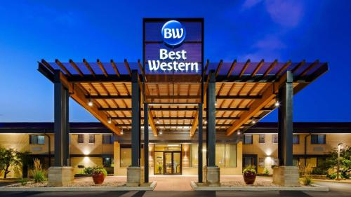 Best Western West Towne Suites Photo