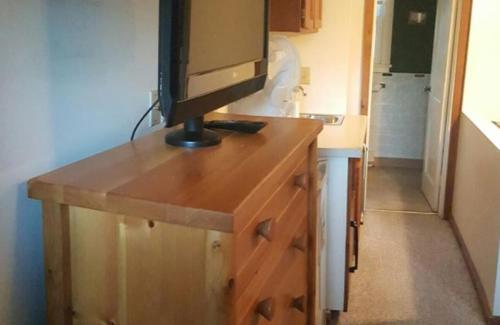 Lake Breeze Motel Resort - Duluth, MN 55804