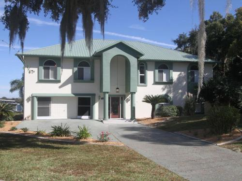 Manatee Manor - Crystal River, FL 34429