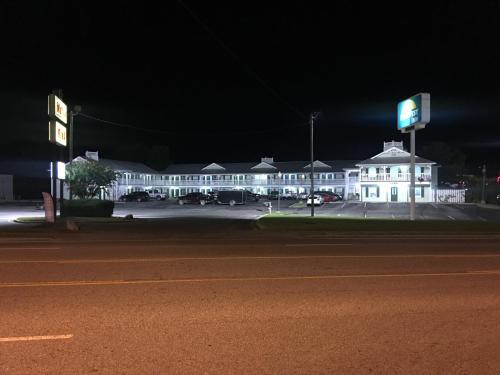 Key West Inn - Chatsworth, GA 30705