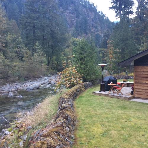 Riverhouse - Hope, BC V0X 1L2