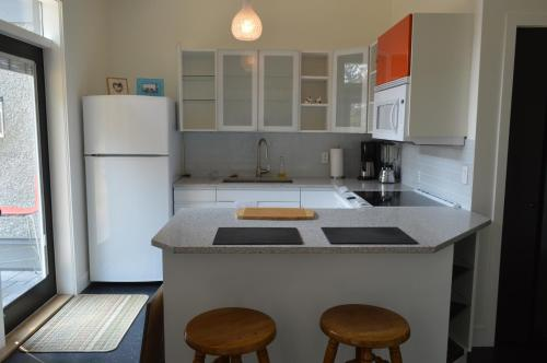 Meadowbrook Guest Suite - Brentwood Bay, BC V9E 1J5
