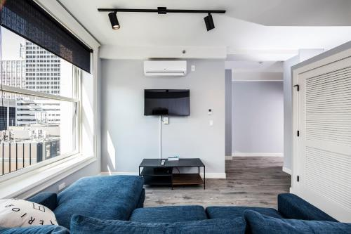 Ginosi Plymouth Apartel - Chicago, IL 60605