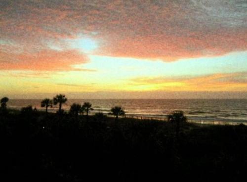 Watch The Sunrise Over The Ocean Relax In Hilton Head Style - Hilton Head Island, SC 29928
