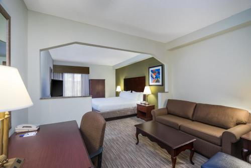 Holiday Inn Express Hotel & Suites Ft. Payne - Fort Payne, AL 35968
