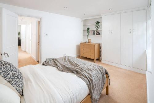 Amazing 3 Bed /2 Bath In Paddington