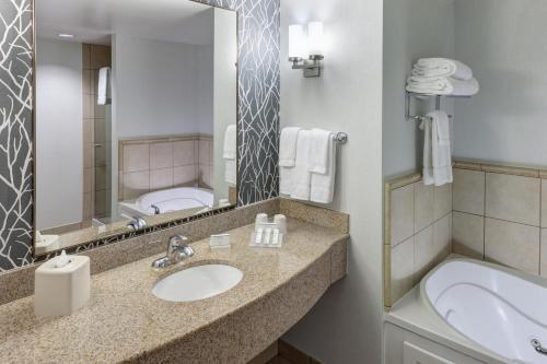 Hilton Garden Inn Lake Forest Hotel