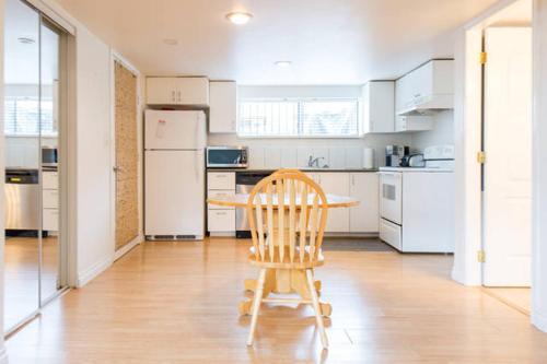 2 Bedroom Suite In Central Lonsdale - North Vancouver, BC V7L 3C6