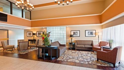Best Western East Towne Suites Photo