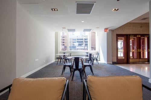 Radiance Apartment - Chicago, IL 60605