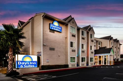 Days Inn and Suites Antioch Photo