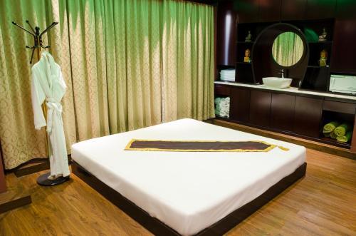 Ramee Guestline Hotel photo 22