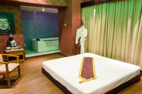 Ramee Guestline Hotel photo 23