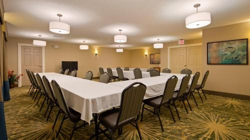 BEST WESTERN Plus Menomonie Inn & Suites Photo