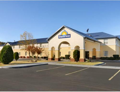 Days Inn By Wyndham Lincoln - Lincoln, AL 35096