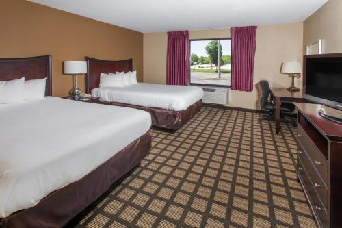 Baymont Inn & Suites Normal Bloomington Photo