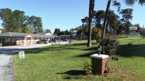 Skyland Motel - Cornelia - Cornelia, GA 30531