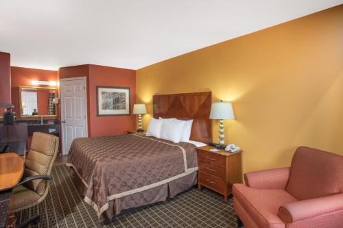 Travelodge By Wyndham Commerce Ga Near Tanger Outlets Mall - Commerce, GA 30529