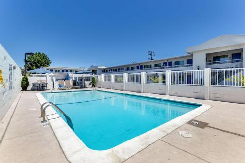 Motel 6 San Jose Convention Center Photo