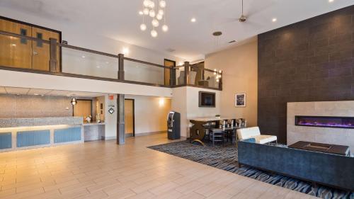 Best Western Flint Airport Inn & Suites Photo