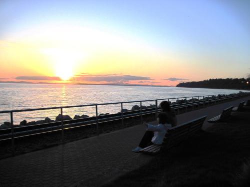 Ocean Promenade Hotel - White Rock, BC V4B 1E1