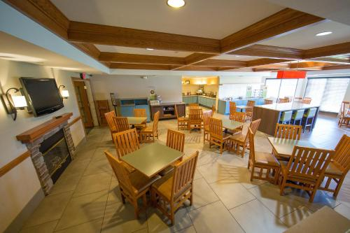 Country Inn & Suites by Radisson, Portage, IN Photo