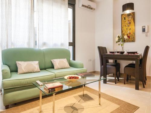 Two-Bedroom Apartment in Sevilla photo 9