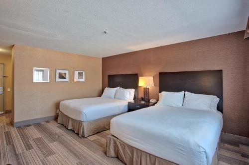 Holiday Inn Express Costa Mesa Photo