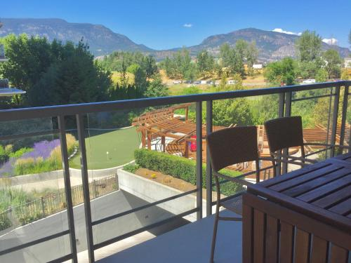 3 Bedroom Condo Steps To Lake & Stroll To Downtown - Kelowna, BC V1Y 9Y9