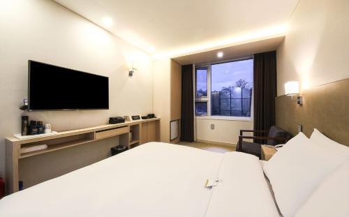 CS Avenue Hotel photo 53