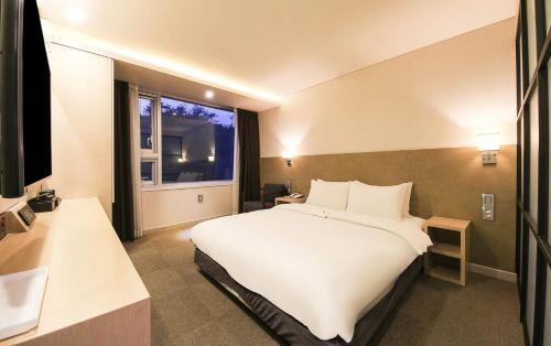 CS Avenue Hotel photo 54