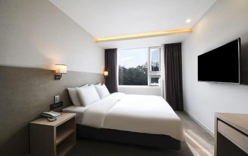 CS Avenue Hotel photo 61