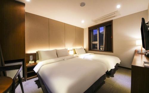 CS Avenue Hotel photo 71